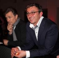 v.l. Schauspieler Timothy Peach und Hans Sigl beim Pokern