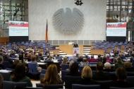 Der Plenarsaal im ehemaligen Deutschen Bundestag macht die Veranstaltung insbesondere im Superwahljahr (NRW-Landtags- und Bundestagswahl 2017) zu einem ganz besonderen Kongressereignis. Bild: ehemaliger Deutscher Bundestag in Bonn (Bildquelle: AVNR).