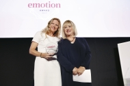Annette Pascoe und ihre Laudatorin Patricia Riekel, Annette Pascoe erhält EMOTION.award 2017. Bildquelle: FRANZISKA KRUG / GETTY IMAGES FOR EMOTION.award