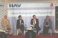 Prof. Hilko J. Meyer, Bettina Stark-Watzinger, Markus Koob und Kordula Schulz-Asche (v.l.n.r.) auf dem Podium des Gesundheitspolitischen Forums des Hessischen Apothekerverbandes