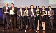 Stephanie Schmitz (3.v.r.) und Thomas Buss (4.v.r.) freuen sich über die Finalistenauszeichnung bei der Preisverleihung zum Großen Preis des Mittelstandes 2017 in Düsseldorf. Fotonachweis: Boris Löffert Quelle: Oskar-Patzelt-Stiftung