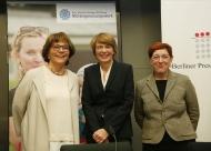 v.l.n.r: Dr. Kirsten Soyke, Elke Büdenbender, Anne Schilling - Foto: Marc Darchinger