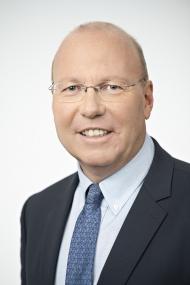 """Prof. Dr. med. Dieter Bach: """"Eine gesunde und achtsame Lebensführung wirkt sich zudem immer positiv auf die  (Nieren-) Gesundheit aus."""""""