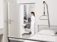 Kurze Wege und klare Abläufe für das Personal dank TopLine 30 WC von Meiko