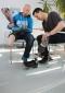 BG BAU unterstützt Unfallopfer  in der Reha durch Peer-Berater. Tino Rehberg (links) im Gespräch mit seinem Peer Timo Franz, der selbst am Unterschenkel amputiert ist.  Fotograf: Marc Darchinger