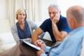 Das offene Gespräch mit einem Psychoonkologen kann Patienten und Angehörigen bei der Krankheitsbewältigung helfen. © getty images #184138562