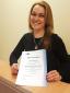 Die litauische Hausengel-Betreuungskraft Ausrine Staugaitiene erhält als erste das IHK-Zertifikat