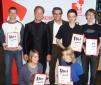v. li. Gewinner Tobias Friedmann, Comedian Tom Gerhardt, DKMS Stephan Schumacher, Gewinner Johannes Wälter, Oliver Rossol, Philine Winkler und Anna Maxeiner