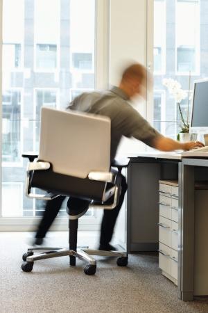 wissenschaftliche studie belegt mehr bewegung am schreibtisch rechnet sich gesundheit adhoc. Black Bedroom Furniture Sets. Home Design Ideas