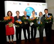 Die Preisträger des EXPOPHARM Medienpreises 2007 (v.l.n.r.):  Karolin Leyendecker (stern),  Martina Keller (stern), Michael Wolff (3sat),  Dr. Irene Meichsner (ZEIT Wissen),  Rita Homfeldt (Bayerischer Rundfunk) und Markus Feldenkirchen (Der SPIEGEL). Foto: Elke Hinkelbein