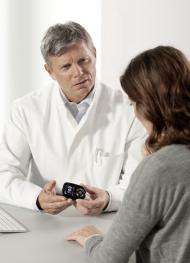 Durch die Eingruppierung in die Preisklasse B des VdEK und in die Preisklasse 2 bei der BARMER GEK können Ärzte die Contour Next Sensoren den bei den Ersatzkassen versicherten Patienten wirtschaftlich verordnen und ihr Arzneimittelbudget entlasten.