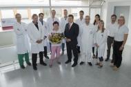 Bei der MyoVasc-Studie zur Herzinsuffizienz wurde die tausendste Teilnehmerin begrüßt. Es freuen sich mit der Teilnehmerin Doris Fessel (mit Blumenstrauß), die Studienleiter Prof. Dr. Tommaso Gori (1.v. li), Prof. Dr. Thomas Münzel (2.v.li.) und Prof. Dr. Philipp Wild (7.v.li.), Studienmanager Dr. Sebastian Göbel (6.v.re.), die Studienärzte und wissenschaftlichen Mitarbeiter (von links) Dr. Sven-Oliver Tröbs, Dr. Thorsten Konrad, Dr. Simon Diestelmeier und Jaume Lerma sowie die Studienmitarbeiter (von links) Bernadette Maas, Nicole Jeltsch, Christian Gertler und Karen Buchtal. Foto: Peter Pulkowski