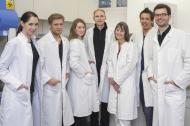Prof. Dr. Martin Reuter (4.v.l.) und sein Forscherteam, Universität Bonn, Abteilung Differentielle und Biologische Psychologie. (Foto: Daimler und Benz Stiftung/Oestergaard).