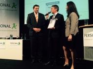 """HR Supporter Award 2015 in der Rubrik """"Gesundheit"""" für vitaliberty. Harald Holzer, Geschäftsführer der vitaliberty GmbH nimmt die Urkunde entgegen. Bildquelle: www.corporate-moove.de"""