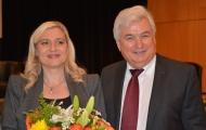 Das Foto zeigt die Gesundheitsministerin Melanie Huml mit dem Landesvorsitzenden des Bayerischen Hausärzteverbandes Dr. Dieter Geis.