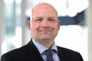 Prof. Dr. Stefan Razik Professor für Gesundheitsmanagement & Controlling