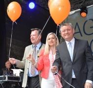 von rechts:  Bundesgesundheitsminister Hermann Gröhe, Staatsministerin Melanie Huml und Münchens  2. Bürgermeister Josef Schmid.