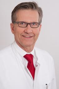 Priv.-Doz. Dr. med. Bethge wechselt mit langjähriger Expertise als Chefarzt und Medizinischer Geschäftsführer auf den Position des Hauptgeschäftsführers.