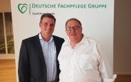 (v.l.n.r.) Bruno Crone, Geschäftsführender Gesellschafter der Deutschen Fachpflege Gruppe, mit neuem Beiratsmitglied Claus Moldenhauer