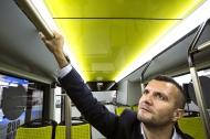 Die innovativen Handgriffe aus einer antimikrobiellen Kupferlegierung schützen die Fahrgäste des modernen Stadtbusses Solaris vor unerwünschten Keimübertragungen. Bild: Solaris