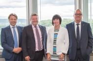 v. l. n. r.: Benno Schmeing (Vorstand SDK), Dr. Thorsten Pilgrim (Geschäftsführer CareLutions GmbH), Nicole Hooge (Projektleiterin für den Aufbau von CareLutions), Roland Weber (Vorstand Debeka)