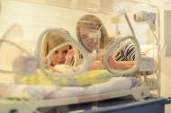 2500 Stunden Praxis absolvieren die Schülerinnen und Schüler innerhalb der dreijährigen Pflegeausbildung, Fotocredit: Mario Haase, EvKB