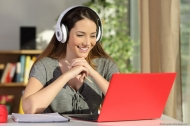 "Seit Februar 2018 bietet die APOLLON Hochschule den Online-Studiengang ""Bachelor Gesundheitsökonomie (B.A.)"" an. © Antonioguillem-stock.adoobe.com"