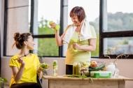 Neben Sport und gesunder Ernährung ist Magnesium wichtig für die Knochen.  Eine bedarfsgerechte Versorgung können die ADDITIVA® Magnesium-Präparate sicherstellen. Bildrechte: Dr. Scheffler – istockphoto - RossHelen