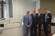 v.l.n.r.: Dr. med. Wolfgang Schmidt-Barzynski, Dr. med. Michael Wehmeier, Dr. Olaf Kaup, Michael Ackermann