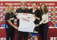 V. l.n.r.: Markus Anfang (Trainer 1. FC Köln), Toni Schumacher (Vizepräsident 1. FC Köln), Dr. Daniela Büchel (Bereichsvorstand HR und Nachhaltigkeit, REWE Group) und Kristin Breuer (Vice President Governmental & Public Affairs der DKMS)