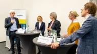 """""""Mittagsmagazin"""" beim BMC-Kongress - Adalimumab-Biosimilars: Ein Zwischenfazit. v.l.n.r. Prof. Dr. Wolf-Dieter Ludwig, Dr. Silke Zinke, Sabine Rieser, Dr. Katja Knauf, Dr. Stephan Eder - Foto: ©Svea Pietschmann"""