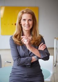 Dr. Elke Neujahr ist Vorsitzende der Geschäftsführung der DKMS gemeinnützige GmbH und Global CEO der DKMS Gruppe