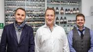 Die Münchner Apotheker Dr. Florian Matl, Dr. Berthold Pohl und Christian Fleischhammel (v.l.n.r.) haben eine antiinfektive Nasenspülung gegen Sars-CoV-2 entwickelt.