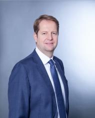"""Dr. Nikolaus König, CFO der Medi-Globe Group: """"Wir haben auch erhebliche finanzielle Investitionen getätigt, um auf den Stichtag des Inkrafttretens MDR-konform zu sein."""" Copyright: Medi-Globe Group/Fotograf: SARA BUBNA photography"""
