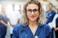 Medizinisches Fachpersonal benötigt zunehmend auch Managementqualifikationen. Quelle: shutterstock / WINGS - FERNSTUDIUM