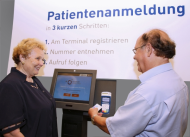 Bequem und einfach zu bedienen – der Patienten-Check-In von NCR am Klinikum Ingolstadt unterstützt und beschleunigt den Anmeldeprozess der Patienten.