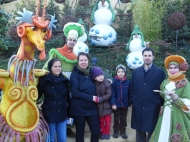 v. li. DKMS-Spenderin Alexandra Höfer_Anita Hofmann-Azzouzi_mit Tochter Louisa und Sohn Elias mit Papa Karim Azzouzi