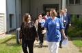 Bereichsleitung Mandy Paech-Odebrecht führt die Gesundheitssenatorin zu den Arbeitsplätzen in der Klinik / Copyright Krankenhaus Bethel Berlin