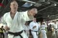 Warum die Sportart Karate gesundheitserhaltend und gesundheitsfördernd, insbesondere in der Altersklasse +55 Jahren, und welche positiven Effekte Karate bei Burnout- und Parkinson-Patienten hat, erklären der Mediziner und Moderator Dr. Eckart von Hirschhausen, der Gesundheits-Experte Prof. Dr. Ingo Froböse und Bundesgesundheitsminister Jens Spahn.